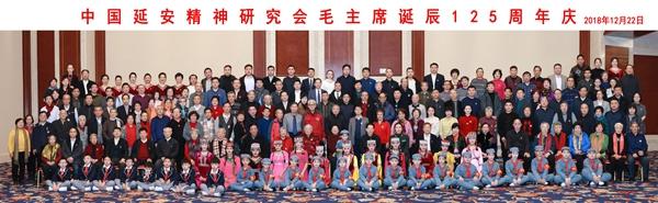 毛主席光影平面油畫藝術畫像《東方紅》在京展出被中延會收藏