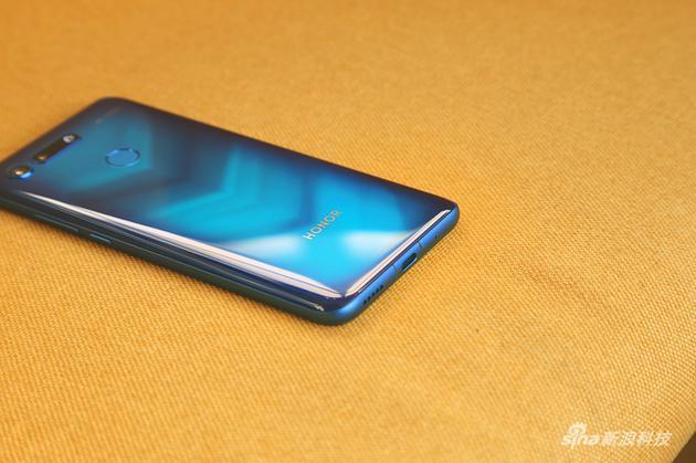 荣耀V20上手评测 为顺应时代而生的屏下摄像头手机的照片 - 4