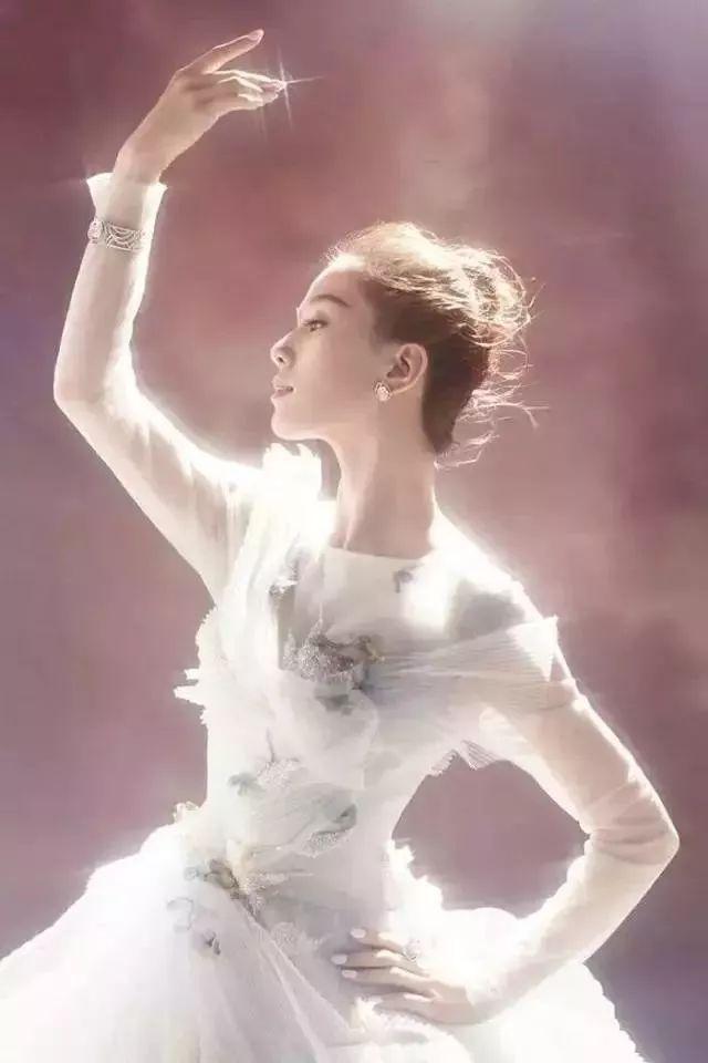 气质 | 刘诗诗的「天鹅颈」到底有多美,带你了解一下!