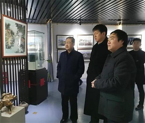 著名画家王余根先生与季允石老省长进行艺术交流