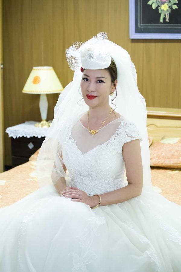 女星19歲時陪初戀賣豆腐卻遭劈腿,53歲長這樣,自曝找老公要有錢