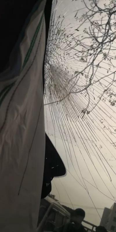 蔚来ES8撞石头安全气囊全爆 被动安全引质疑的照片 - 5