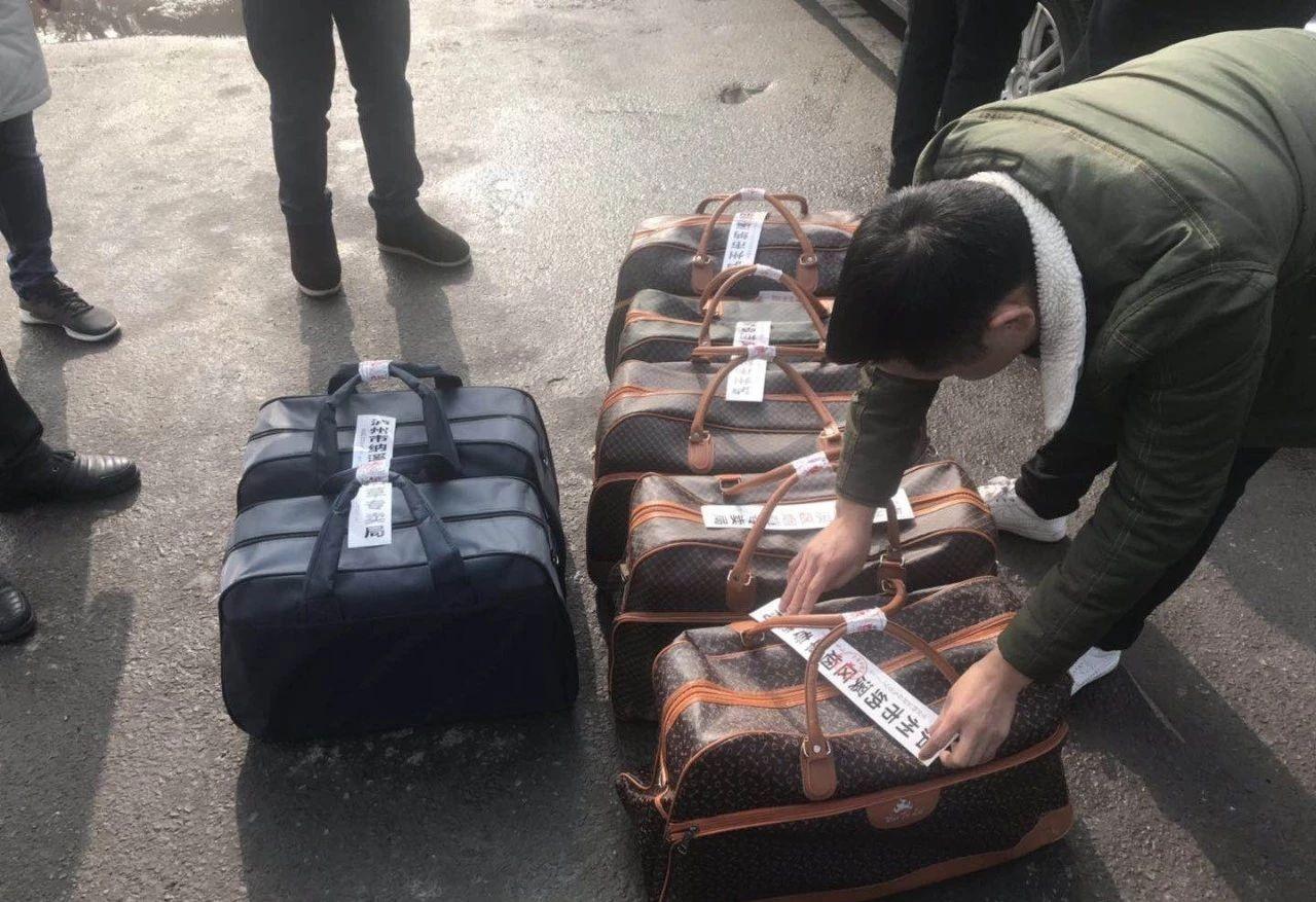 泸州警方查获非法运输假烟500多条,价值11万余元