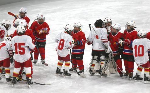 中芬冬季运动年开幕式 两国青少年冰上大联欢