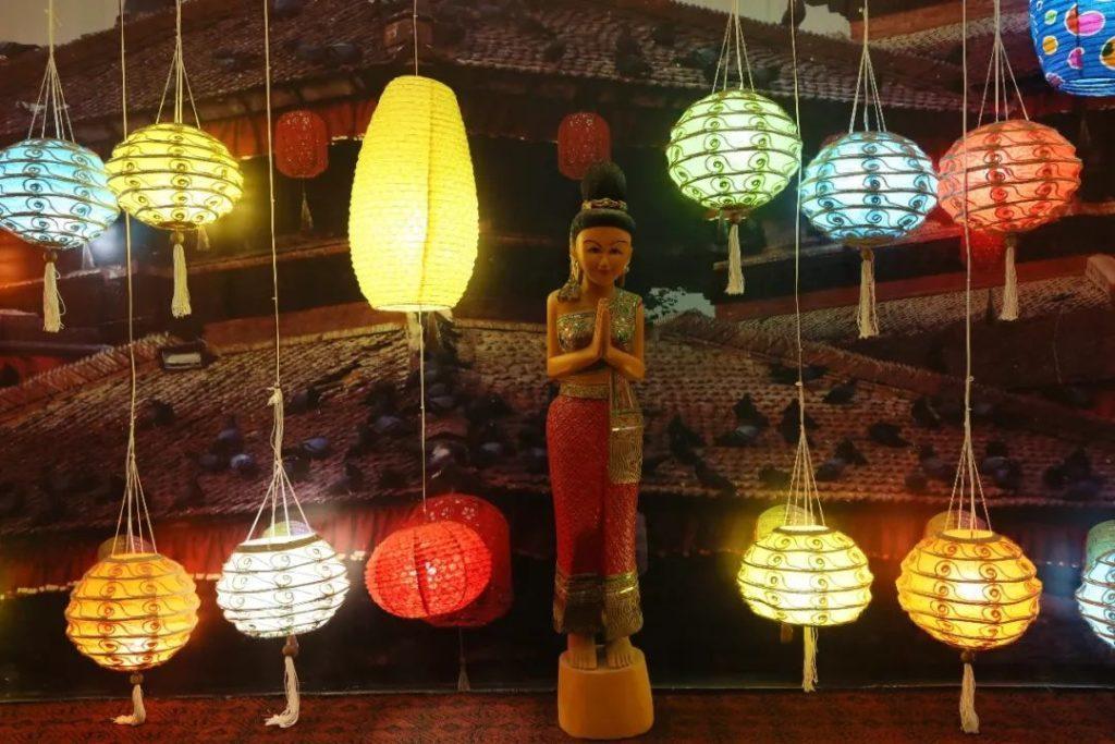 为节日里悬挂灯笼_第二届国际灯笼节将于1月28日在清明上河园景区开幕