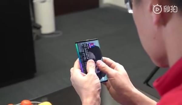 小米自曝全球第一台双折叠手机 攻克四大技术难关的照片 - 5