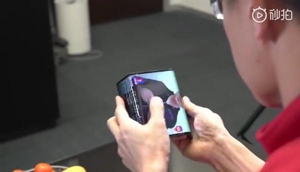 小米自曝全球第一台双折叠手机 攻克四大技术难关的照片 - 4