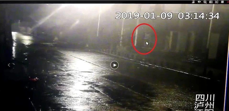泸州一男子盗窃金店17万金银首饰被刑拘