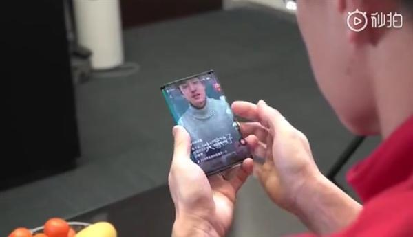 小米自曝全球第一台双折叠手机 攻克四大技术难关的照片 - 6