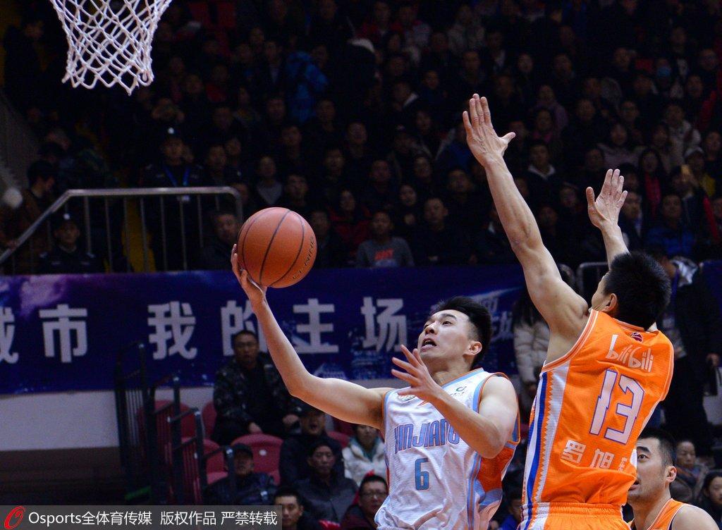 曾令旭29分哈达迪砍28+25 新疆险胜上海取两连胜