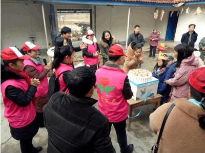 湖北钟祥:钟祥市承爱公益协会为张集中学玻璃娃娃过生日