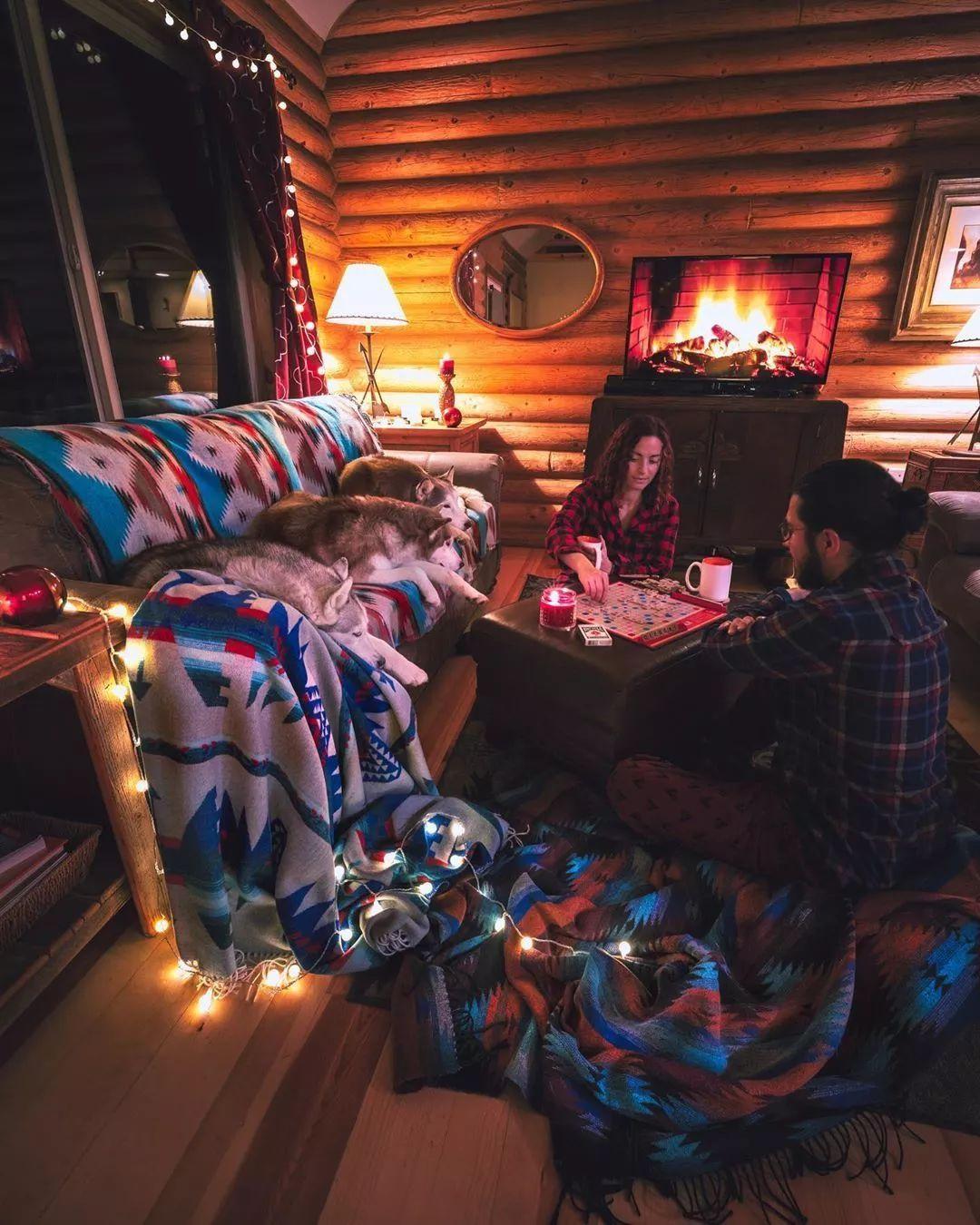 夫妻俩带着三只哈士奇住进了林中木屋,这样的生活超让人羡慕!