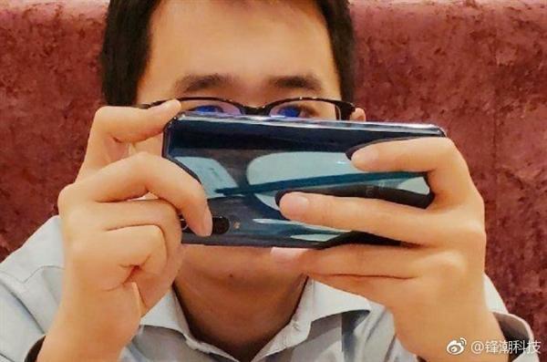 """小米9真机谍照首曝:""""感叹号""""式三摄/屏幕指纹的照片 - 1"""