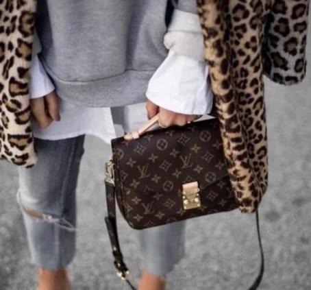 """""""你带的专柜包包好丑哦"""":专柜包包没有比复刻A货的好"""