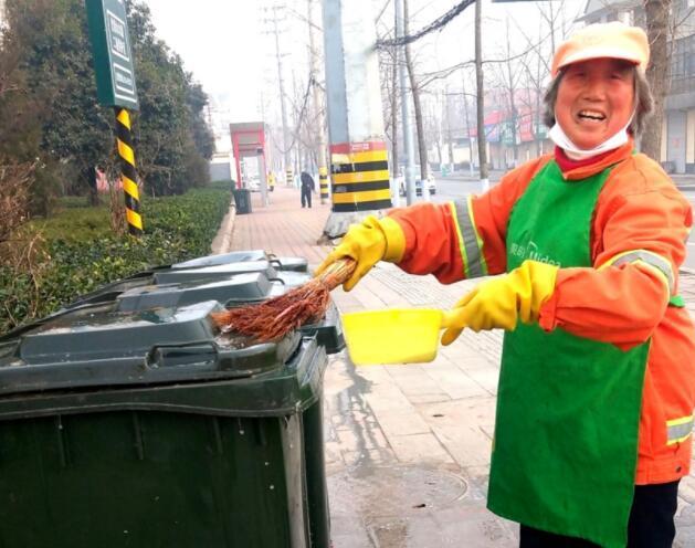 郯城:环卫工人素质高 节日清洁忘不掉