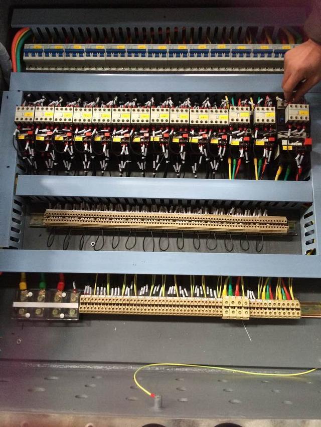 防爆电控柜接线布局