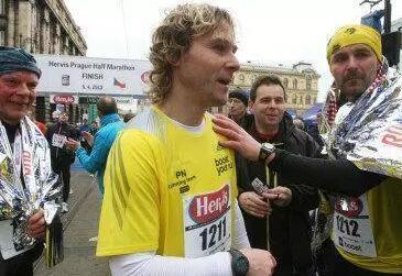 英国马拉松1人完赛_皇马传奇球星完赛半马 球星退役后谁跑的最快?_劳尔