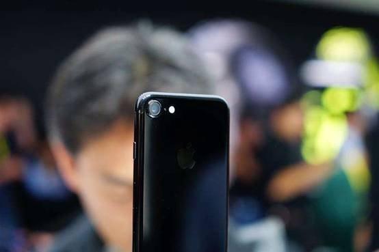 iPhone XR大跳价,现在还值得入手吗?