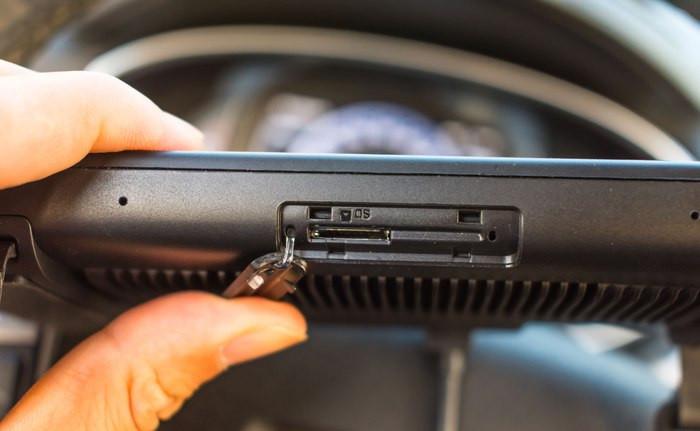 聚推荐:拥有行车记录仪功能的小米70迈智能后视