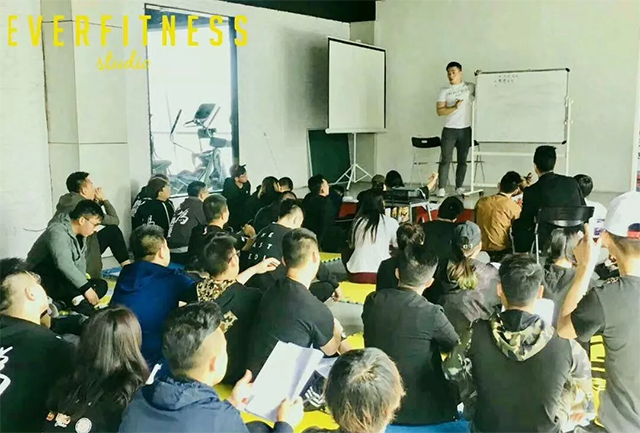 567GO健身教练培训优秀学员付瑞祥回学校授课