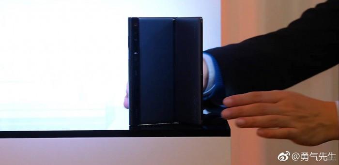华为Mate X折叠机型发布前真机现身 外形纤薄效果惊艳的照片 - 7