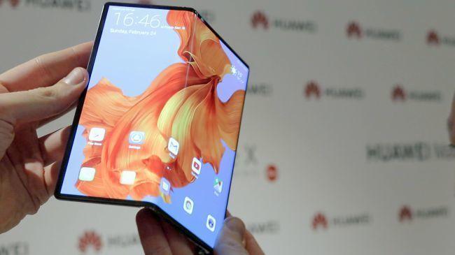 外媒上手折叠屏手机Mate X:感觉不到中间有折痕的照片 - 6