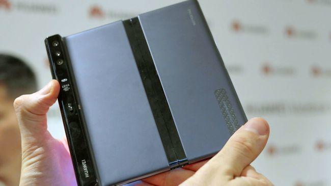 外媒上手折叠屏手机Mate X:感觉不到中间有折痕的照片 - 8