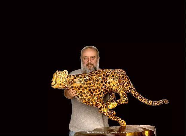 琥珀猎豹作品与创造者