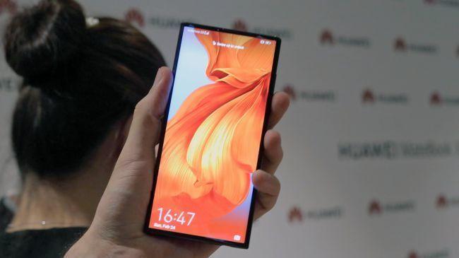外媒上手折叠屏手机Mate X:感觉不到中间有折痕的照片 - 10
