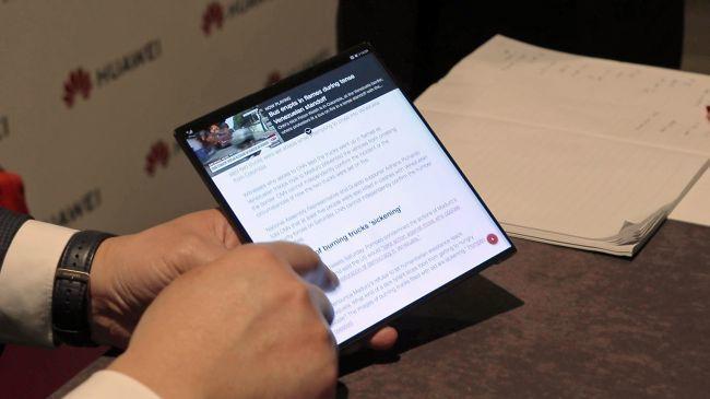 外媒上手折叠屏手机Mate X:感觉不到中间有折痕的照片 - 5
