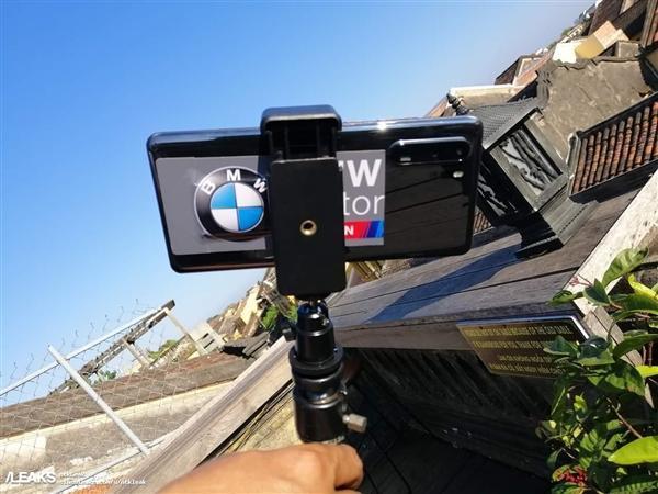 华为P30 Pro上手照突然曝光:玻璃机身 双排四摄的照片 - 1