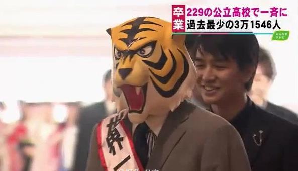 日本高中生毕业,有人cos初音未来,还是男的 趣闻八卦 第2张