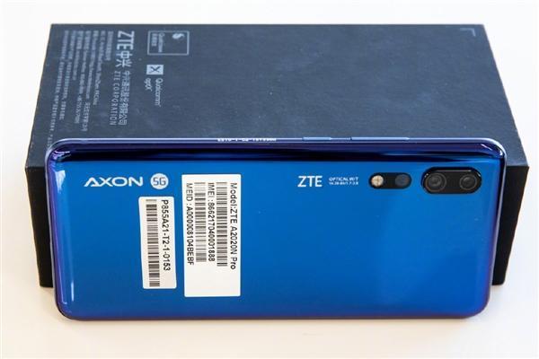 拿到国内首张5G SIM卡后:潘石屹喜提中兴5G手机的照片 - 4