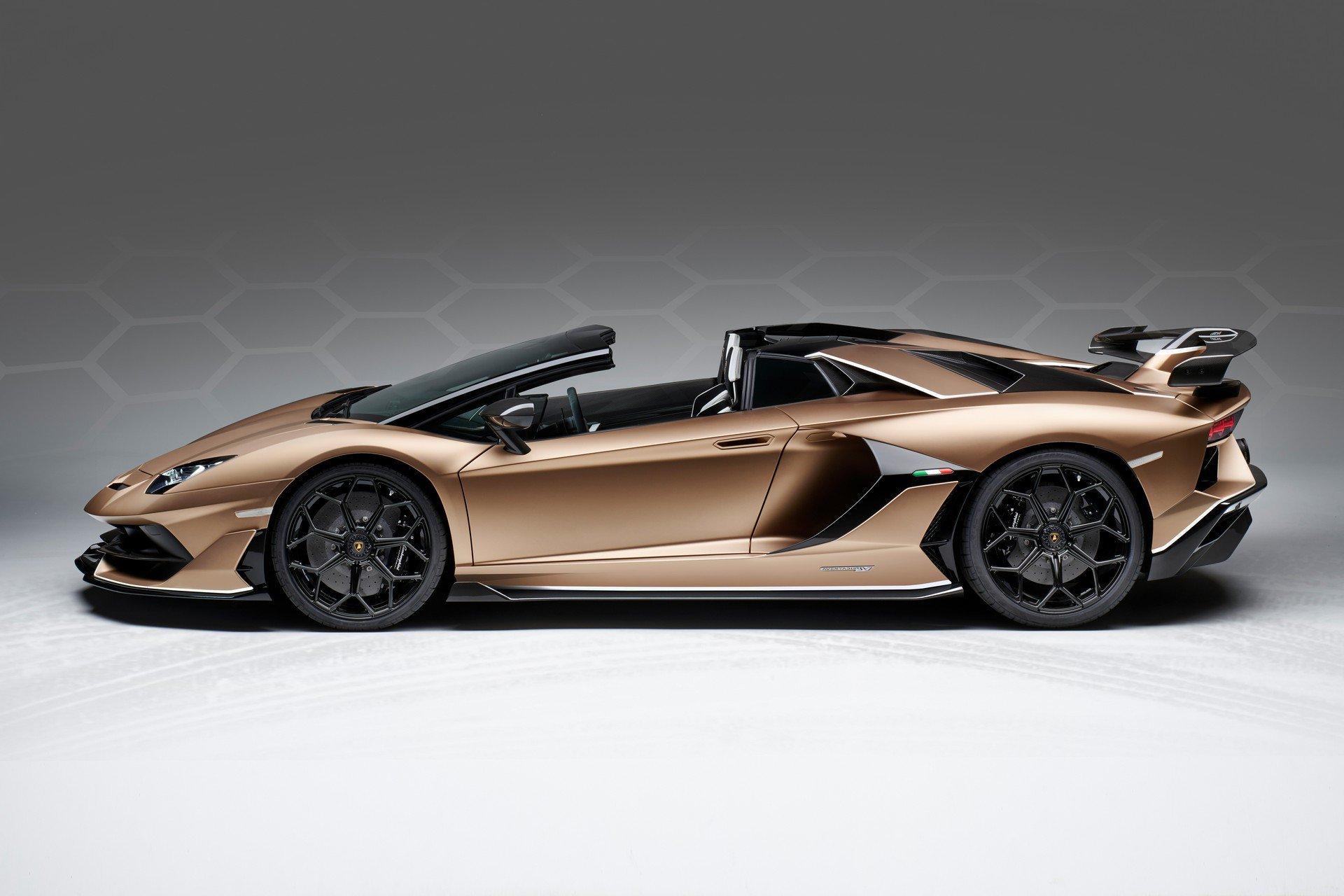 兰博基尼Aventador SVJ敞篷跑车