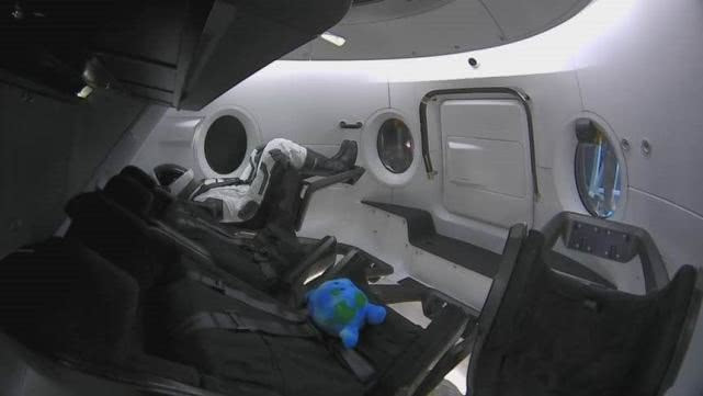 SpaceX载人版龙飞船成功返回地球的照片 - 7