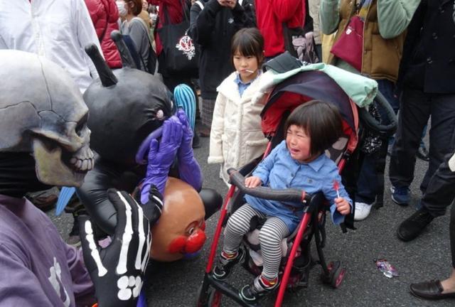 日本coser吓哭小朋友 趣闻八卦 第1张