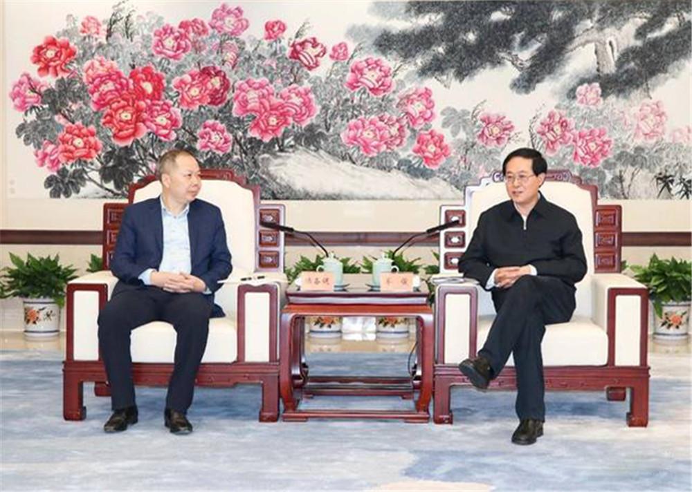腾讯报道:中国铁建陈奋健会见省委书记车俊,金晓海《富贵长青图》为其添彩