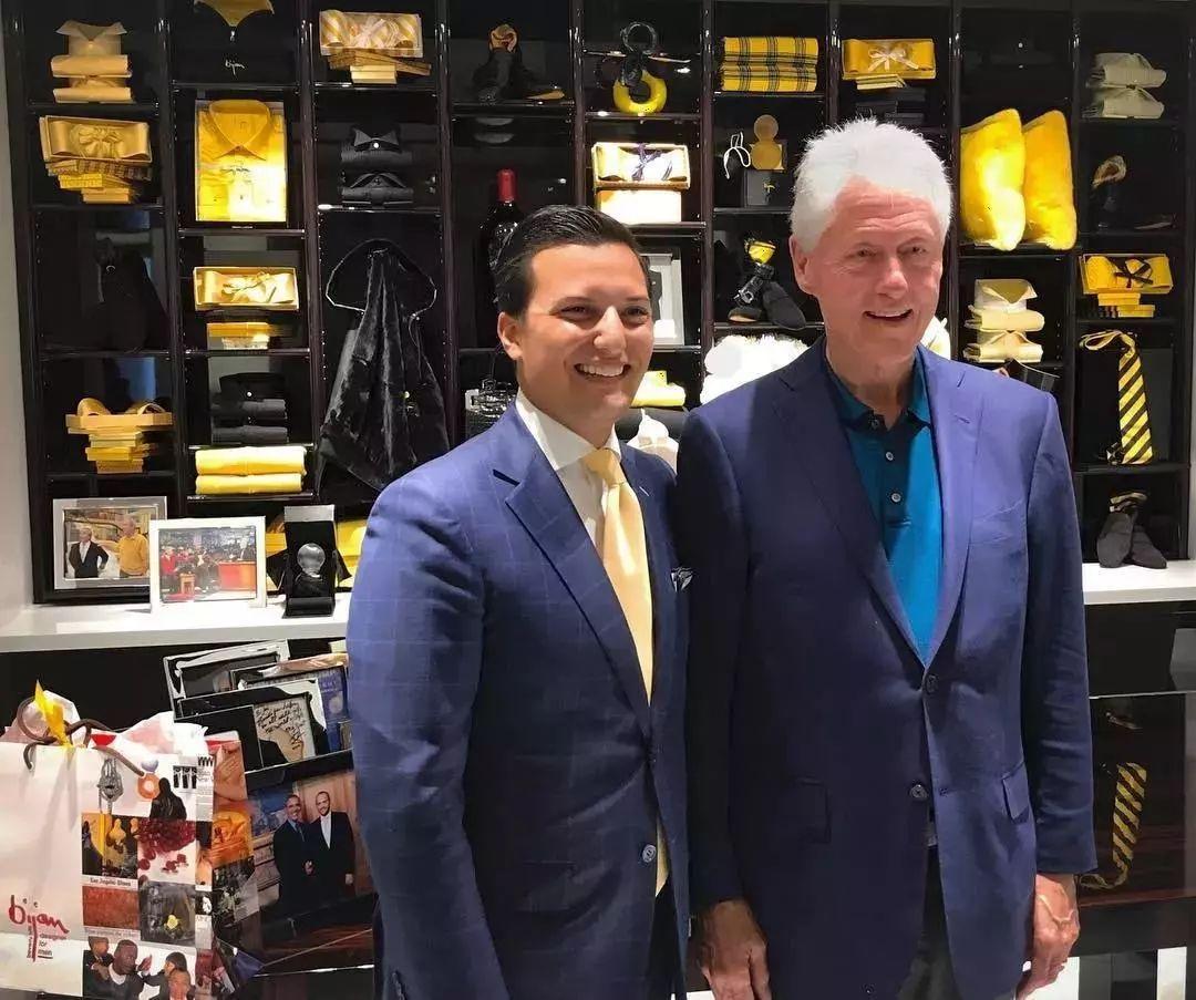 نیکلاس بیژن پاکزاد در کنار بیل کلینگتون (رئیس جمهور آمریکا)