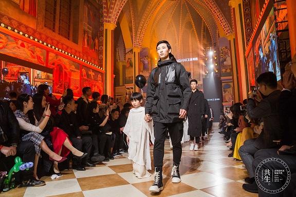 时尚大事件|直击2019圣得西时尚轻装大秀