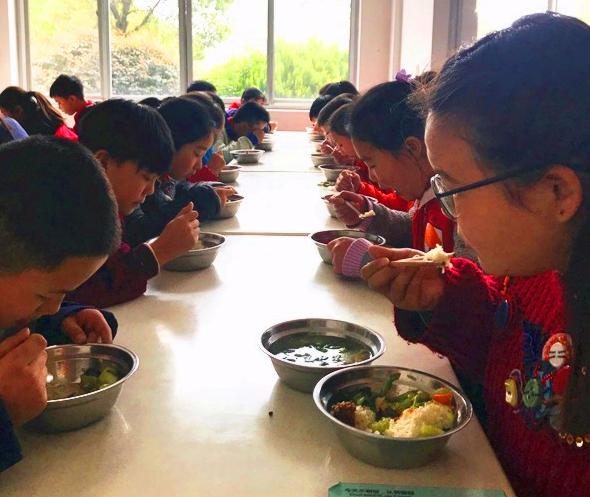 """湖北掇刀区白庙小学:这所学校给""""食堂安全""""打了好样"""