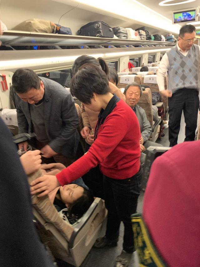 """高铁上抢救反复晕厥女孩,第24起""""郑""""能量再现!为这家医院点赞"""