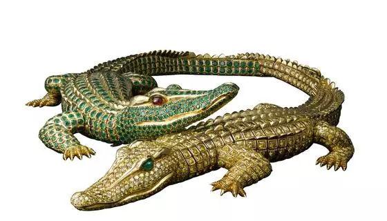 鳄鱼项链,1975年