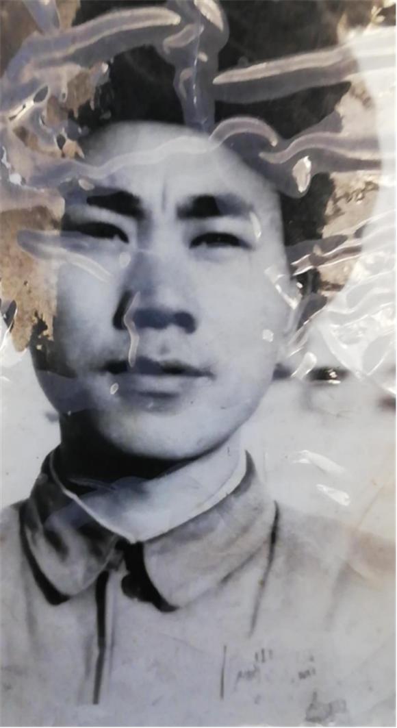 中��人民解放�46�革命老�人��俊志