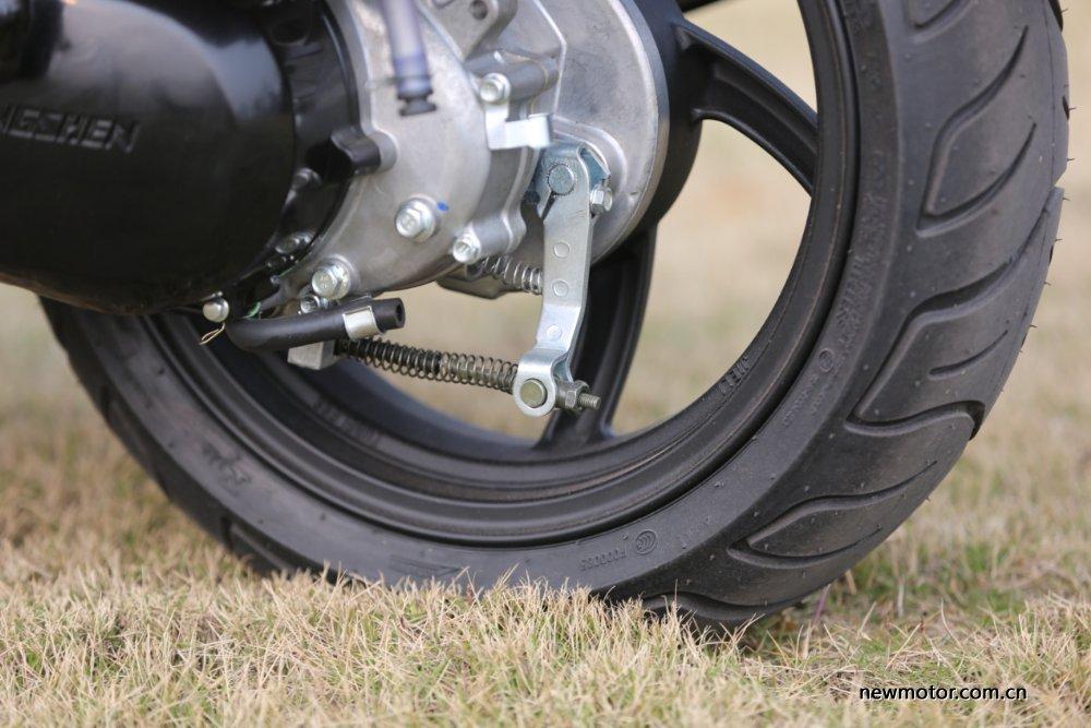 年轻运动踏板车型-宗申MO战ZT5