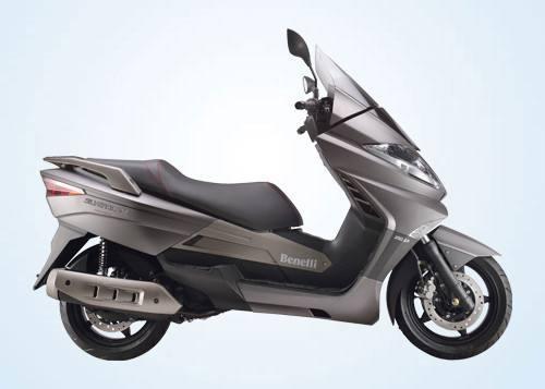 关注度高的五款中量级踏板车之一:贝纳利银刃