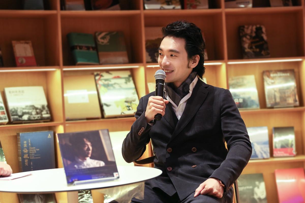 吴牧野抵沪为钢琴独奏巡演造势 分享自己减肥54斤方法