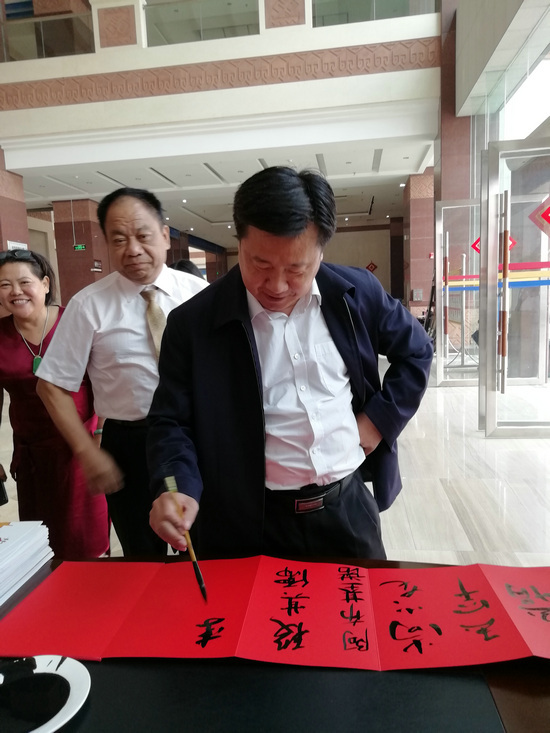 西双版纳《雨林逐梦》――杨革非走进西双版纳中国画艺术展开幕