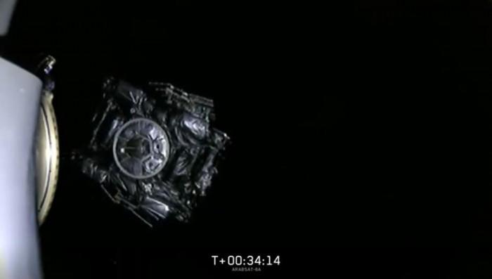 """SpaceX首次成功回收""""重型猎鹰""""火箭所有三个助推器的照片 - 5"""