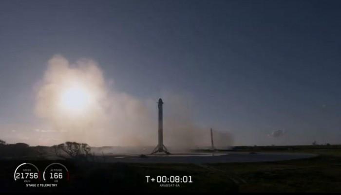 """SpaceX首次成功回收""""重型猎鹰""""火箭所有三个助推器的照片 - 4"""