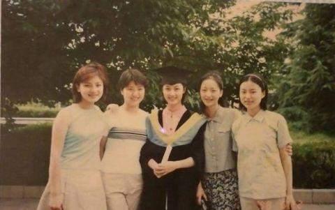 鲍蕾晒和丈夫陆毅的大学照,终于明白陆毅为何宠了她20年了